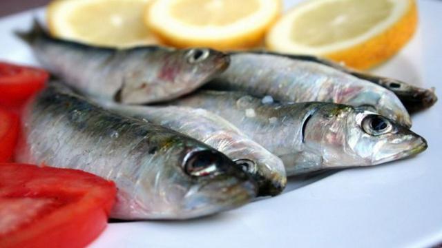 Il pesce intero è meglio dello sfilettato, perché dall'occhio alle branchie si può capire il suo stato