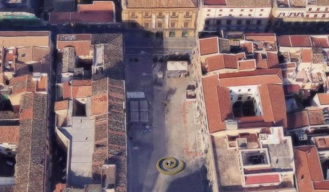 Una grande ''spirale della vita'' a Piazza Bologni