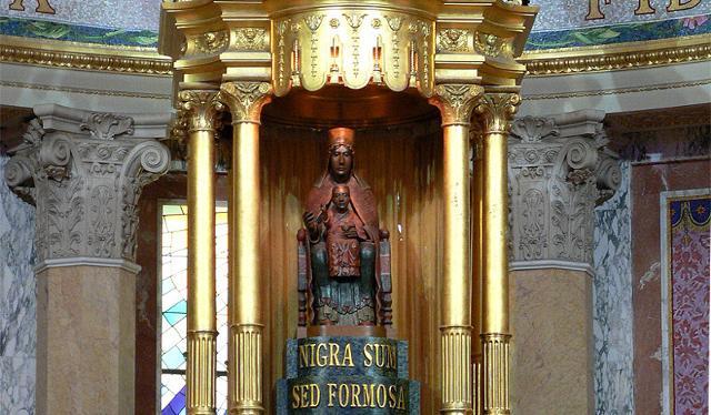 La statua della Madonna Nera di Tindari