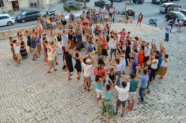 """Stage di """"Pizzica"""" a Scicli per il Taranta Sicily Fest - Foto Salvo Pluchino"""