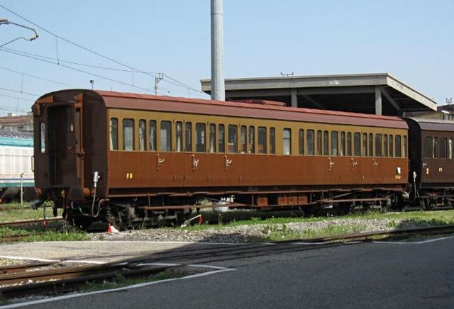 """Storica carrozza ferroviaria modello """"Centoporte"""""""