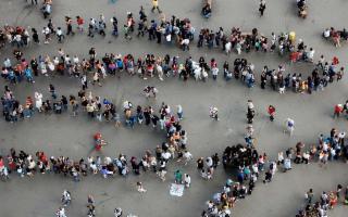 I Siciliani, rispettosamente in fila...