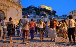 A scuola di ''Pizzica'' al Taranta Sicily Fest di Scicli