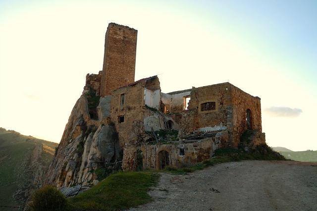 Il Castello dei Gresti o di Pietratagliata - Aidone (EN)