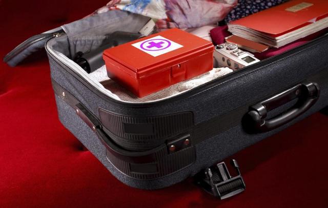 """Nel caso di viaggio verso mete """"esotiche"""", il viaggiatore dovrebbe portare con sé in viaggio scorte sufficienti dei farmaci che usa abitualmente..."""