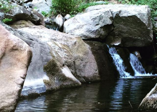 Una cascatella lungo il fiume Elicona
