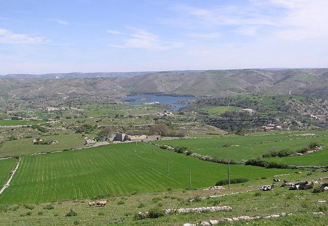 Il Lago Santa Rosalia e la campagna Ragusana
