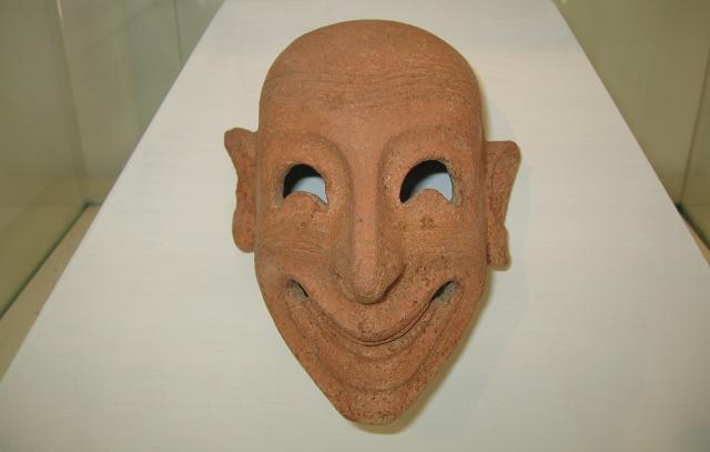 Maschera fenicia esposta nel Museo Whitaker di Mozia