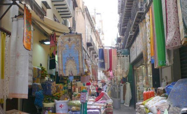Il mercato di via Sant'Agostino a Palermo