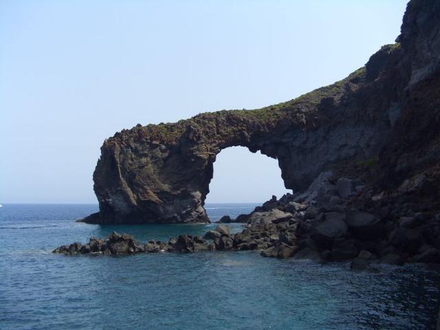 L'arco di Punta Perciato - Salina