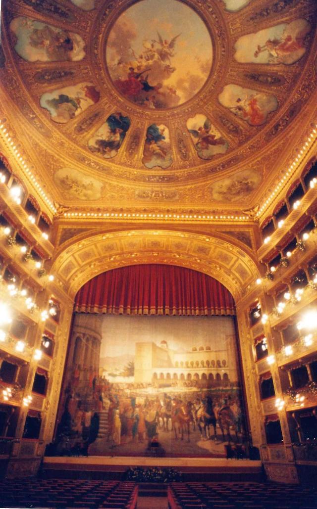 Il sipario del Teatro Massimo di Palermo - ©Franco Lannino