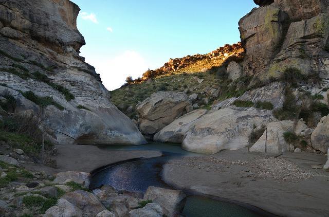 Il torrente Gresti ai piedi del Castello di Pietratagliata (lato nord) - Aidone (EN)