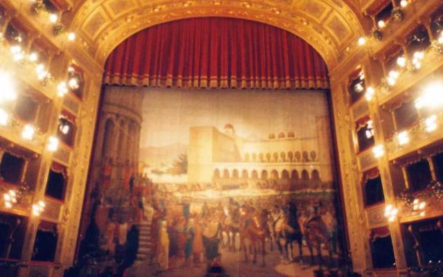 Volotea supporta il restauro del sipario del Teatro Massimo di Palermo