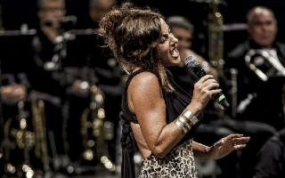 Lucia Garcia canta Withney Houston