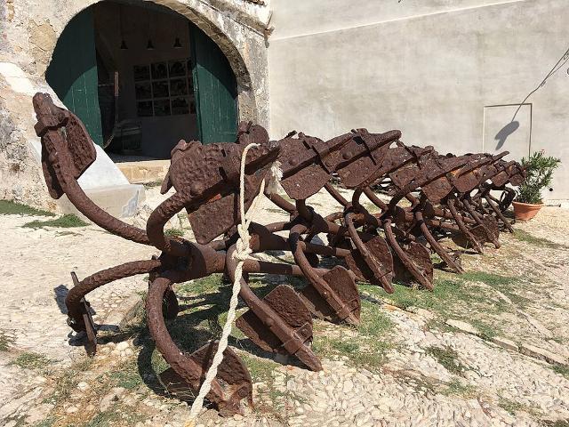 Antiche ancore della Tonnara di Scopello