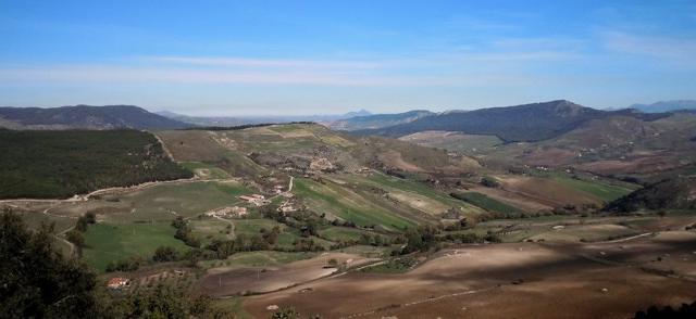 Nell'area interna della Sicilia brilla un rosso gioiello della terra...