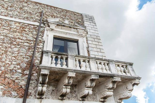 Balcone angolare del Castello di Roccavaldina