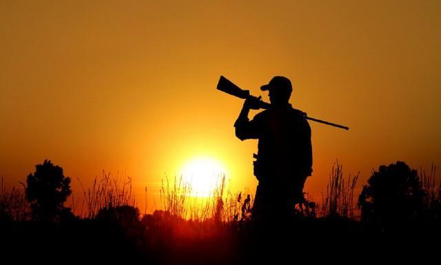 Come nel resto del Paese, anche in Sicilia il numero dei cacciatori attivi è in picchiata: confrontando i dati Istat del 2007 con i dati regionali del 2015, si evince un calo di circa il 30,5% delle doppiette isolane.