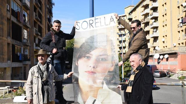 """I laboratori fotografici per realizzare """"Il Cantico di Librino"""", hanno visto all'opera, per diversi mesi, migliaia di fedeli e nove fotografi siciliani"""