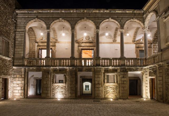 Il cortile del Castello di Roccavaldina