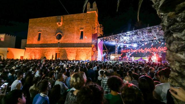 Il calendario degli spettacoli del Cous Cous Fest (tutti gratuiti, ad eccezione del concerto di Ermal Meta) prevede ben 9 concerti e due spettacoli