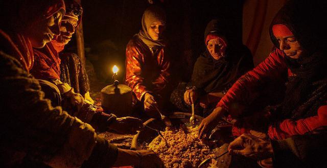 """La storia del couscous si perde nella notte dei tempi e combacia con la storia antichissima degli imazighen, i """"berberi"""" del Nordafrica"""