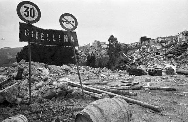 Gibellina distrutta dal terremoto del 1968 - Foto di © Melo Minnella