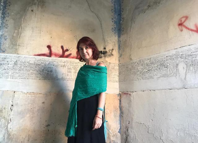 Giusi Diana, storica dell'arte e giornalista, ha curato mostre di artisti italiani e internazionali, con una particolare attenzione alla giovane scena indipendente italiana
