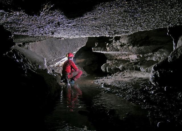 Particolare del corso d'acqua sotterraneo all'interno della Grotta di Santa Ninfa