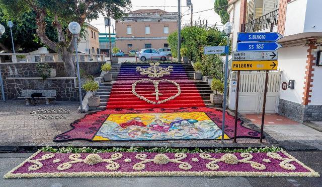 A Terme Vigliatore la bella infiorata artistica di Umberto Cipriano