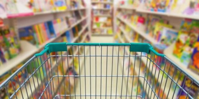 Il 18% del campione di Skuola.net ordinerà i libri nei supermercati, sfruttando le offerte pensate per l'occasione dalle varie catene di negozi...