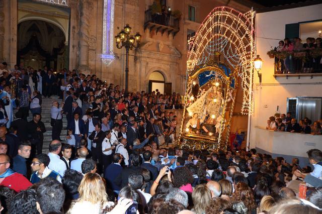 Un momento della processione per la Madonna dei Miracoli di Mussomeli (CL)
