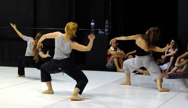 """Danzatori del programma MoDem Pro del Centro nazionale di produzione della danza """"Scenario Pubblico / Compagnia Zappalà Danza"""" di Catania"""
