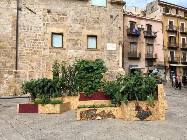 """L'installazione """"Palermo Città Tutto Orto"""" a Piazza Croce dei Vespri"""
