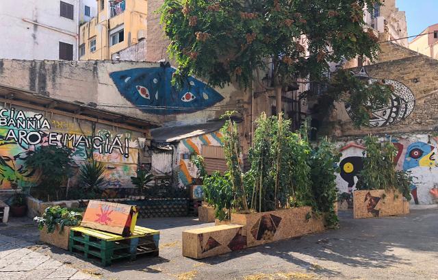 """L'installazione """"Palermo Città Tutto Orto"""" a Piazzetta Ecce Home a Ballarò"""