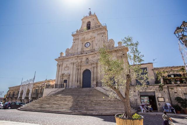 Chiesa di San Sebastiano a Palazzolo Acreide, una delle città tardo barocche del Val di Noto