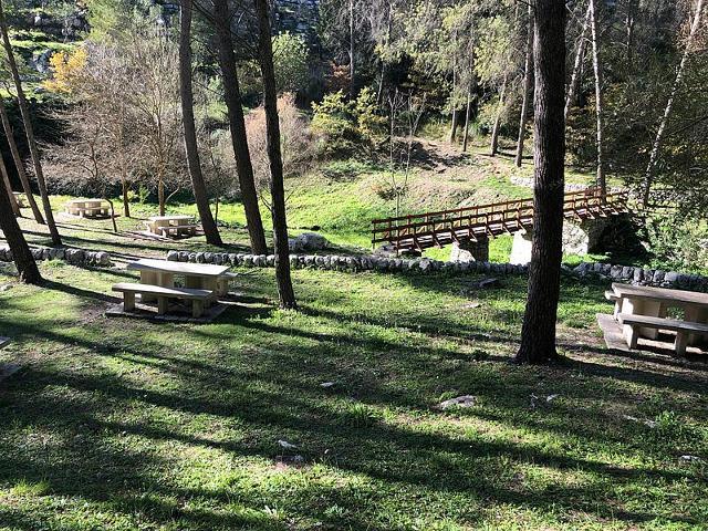 L'area del Parco Forestale Calaforno è molto curata e sono presenti diversi percorsi escursionistici, aree per il pic-nic e un mulino ad acqua