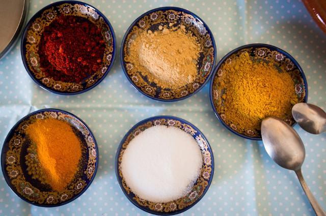 Il couscous si può insaporire con uno straordinario numero di spezie