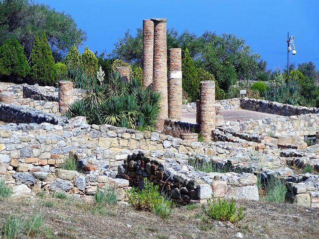 Colonnato nella zona archeologica di Tindari Foto di Effems