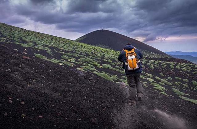 Fare trekking sull'Etna