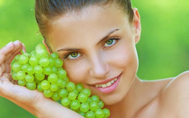 La polpa dell'uva è ricca di oligoelementi come potassio, magnesio, calcio, e la vitamina PP