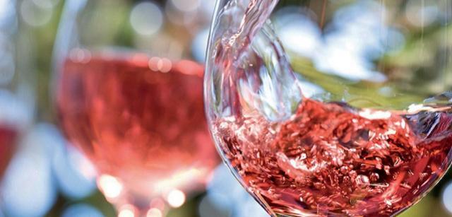 Il Riesi Rosato si ottiene da uve Nero d'Avola (50-57%) e Nerello Mascalese e/o Cabernet Sauvignon (25-50%)