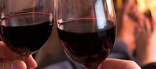La Doc Erice Rosso e Rosso Riserva Doc si ottiene utilizzando per il minimo del 60% uve provenienti da vitigni Calabrese o Nero d'Avola, il restante 40% è ottenuto da vitigni a bacca di colore analogo
