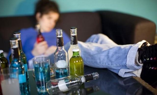 """L'utilizzo dell'alcool può compromettere la """"maturazione"""" del cervello, soprattutto in quelle aree coinvolte nel controllo degli impulsi."""