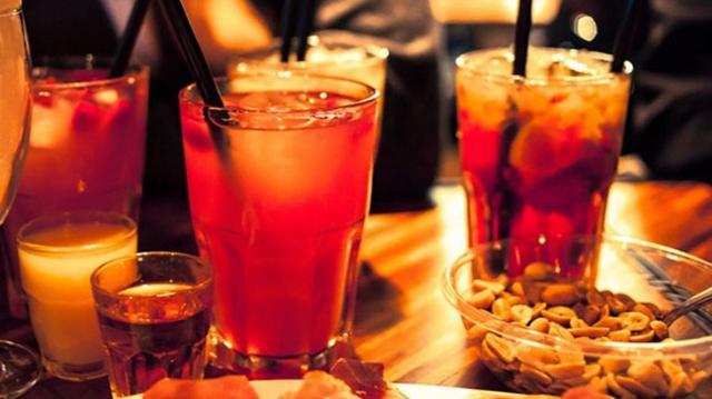 Il 26% degli intervistati dall'Osservatorio Grana Padano ha detto di avere l'abitudine di consumare un aperitivo alcolico la settimana...
