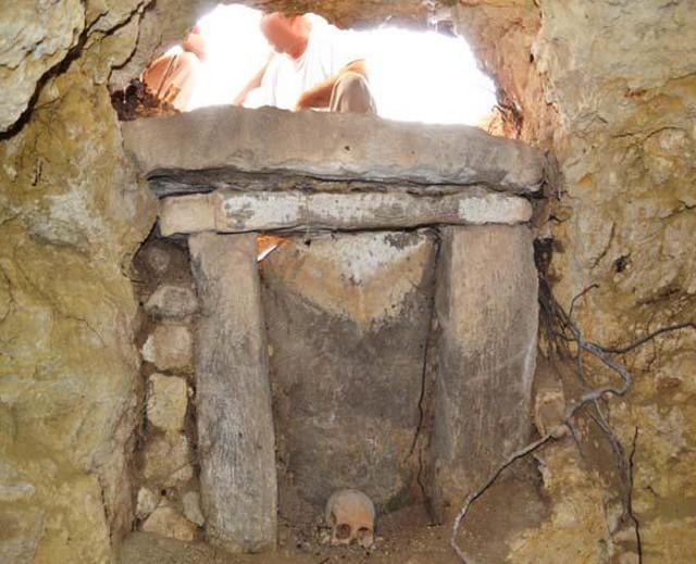 Baucina, sepoltura ipogeica a Monte Falcone