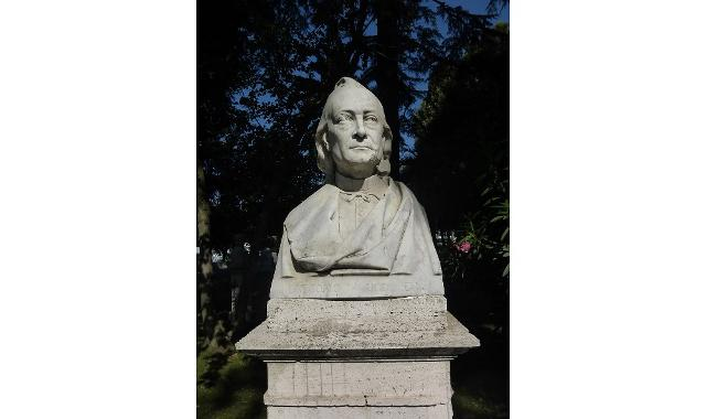 Busto di Gregorio Ugdulena nel Parco del Pincio a Roma