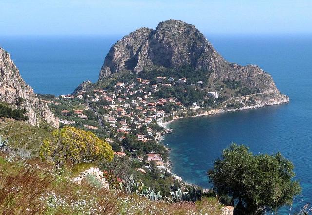 Il promontorio di Capo Zafferano visto da Solunto