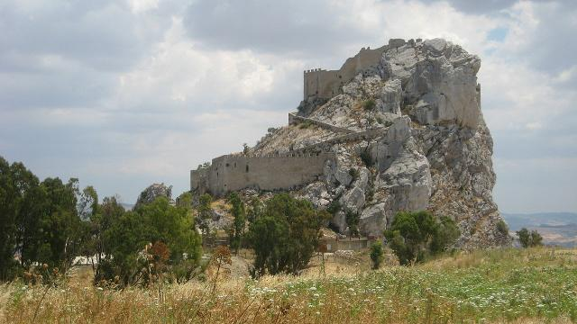 Vista da nordovest del Castello di Mussomeli (o Castello Manfredonico) - ph Pequod76