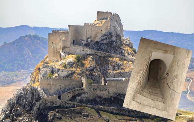 """Panorama del castello di Mussomeli (nella foto piccola l'ingresso alla """"stanza delle tre donne"""")"""